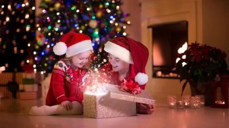 Chọn đồ chơi an toàn cho trẻ trong dịp Noel
