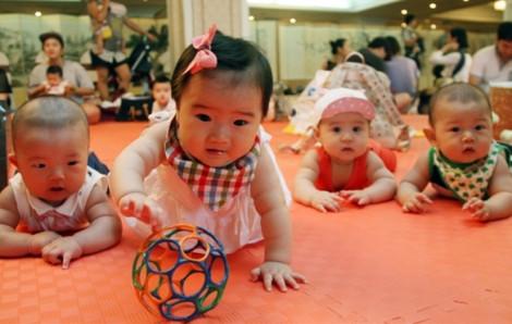 Hàn Quốc chật vật tăng tỉ lệ sinh đẻ, nhưng phụ nữ khổ sở khi có con