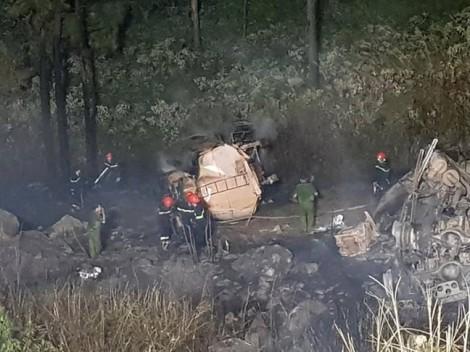 Hai xe bồn chở dầu đâm nhau trên đèo Hải Vân, 1 người chết