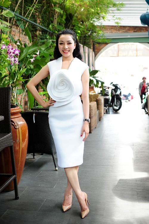 Pham Thu Ha: Tua nhu gio phieu du