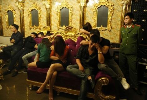 Cán bộ, viên chức mừng sinh nhật bằng ma túy trong quán karaoke
