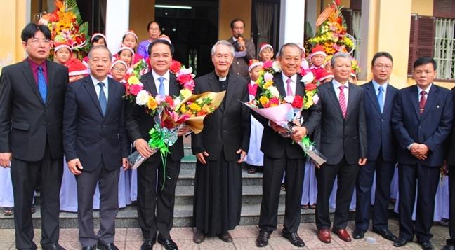 Pho Thu tuong Thuong truc Truong Hoa Binh tham, chuc mung le Giang sinh Tong Giam muc Tong Giao phan Hue
