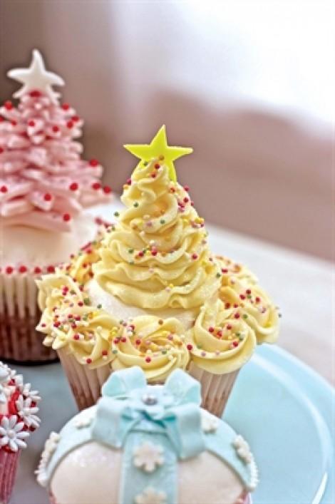 Cupcake bày bánh trái đón ông già Noel