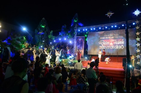 Giáng sinh lung linh xóm đạo Phạm Thế Hiển
