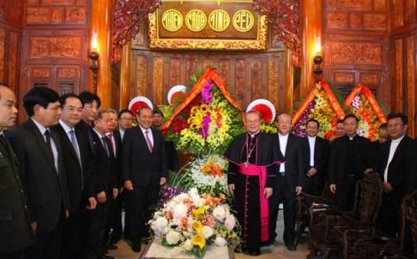Phó Thủ tướng Thường trực Trương Hòa Bình thăm, chúc mừng lễ Giáng sinh Tổng Giám mục Tổng Giáo phận Huế