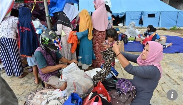 Nguoi dan Indonesia chat vat, thieu thon tram be sau song than