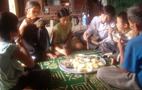 'Bảnh nhất' là được  ăn cơm cùng vợ con