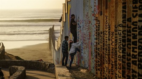 Theo gia đình vượt biên đến Mỹ, bé trai Guatemala chết trong tù ngày Giáng sinh