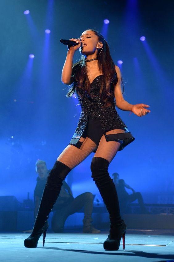 3 bi quyet khien Ariana Grande mac dep bat chap han che chieu cao