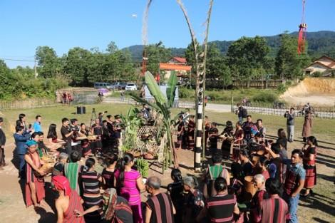 Độc đáo lễ hội Aza của đồng bào Pa Cô