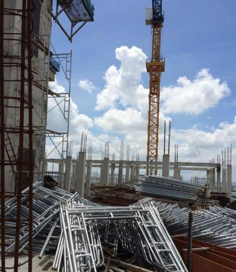 Bắt đầu tháo dỡ các hạng mục xây trái phép tại dự án Tân Bình Apartment