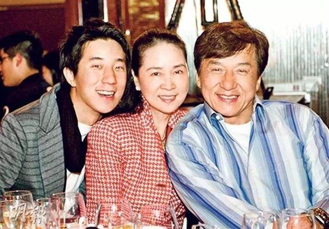 Thanh Long ra album nhac cam on vo, dong vien con trai