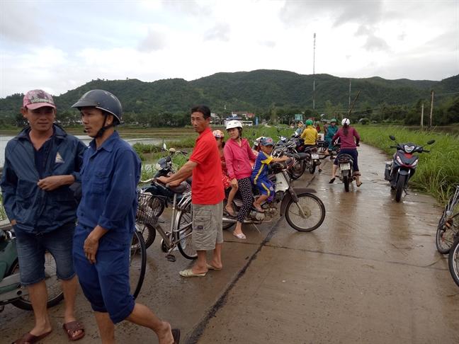 Hang ngan nguoi dan vung ron lu Phu Yen khon kho tim noi tru an