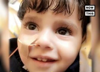 Cậu bé Yemen 2 tuổi đã yên nghỉ trong vòng tay mẹ