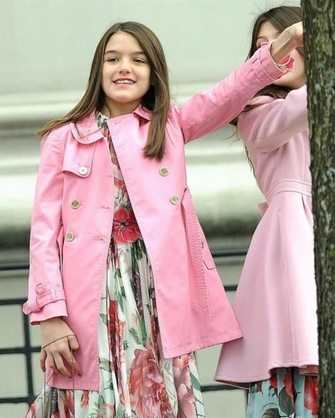 Gu thời trang 'kẹo ngọt' đáng yêu của con gái Tom Cruise