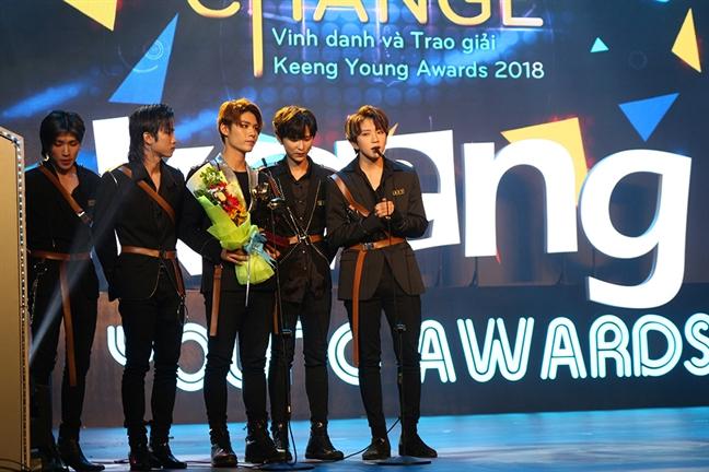 Bich Phuong, Vu Cat Tuong thang dam tai 'Keeng Young Awards 2018'