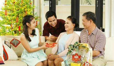 Có chồng giàu là phải biếu nhiều tiền cho ba mẹ mỗi tháng?