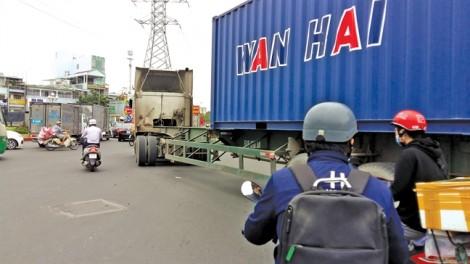 'Hung thần' container và sự thờ ơ đáng sợ