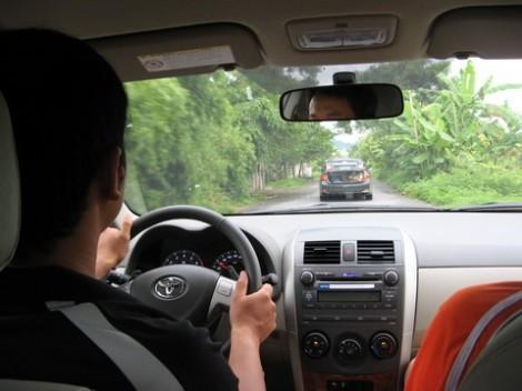 Mạng sống mong manh và giao thông nhường nhịn