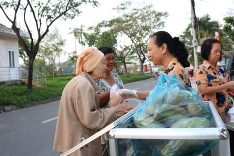 Những suất ăn sáng ấm lòng người nghèo