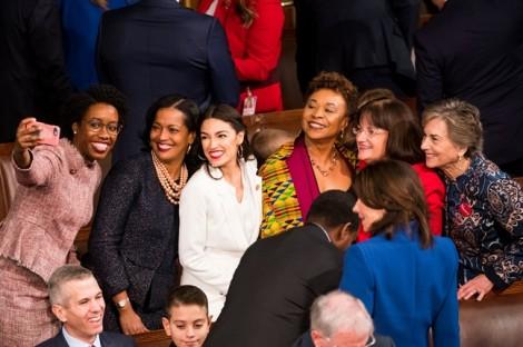 Những hình ảnh chưa từng có trong Quốc hội Mỹ