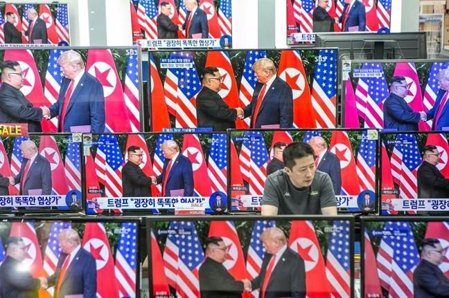 Bao Han Quoc tiet lo ong Donald Trump va Kim Jong Un co the gap nhau o Ha Noi