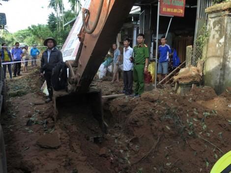 Xe múc đào trúng bom, 1 người trọng thương, 10 căn nhà hư hỏng