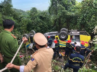 Xe chở 22 sinh viên ở Kiên Giang rơi xuống vực đèo Hải Vân