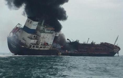 Video clip: Cứu hộ tàu chở dầu treo cờ Việt Nam bốc cháy ngoài khơi Hong Kong