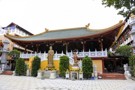 Cảnh quan yên bình ở ngôi chùa cổ có kiến trúc gốm cao nhất Việt Nam