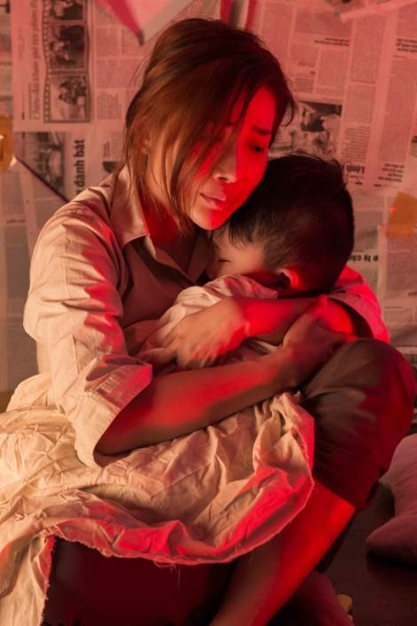 Ca sĩ Thanh Hà khóc nghẹn trong ngày vui 'hai trong một'