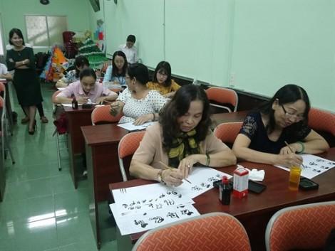 Quận 11: Bế giảng khóa Thư pháp Việt