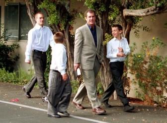 Con trai Mel Gibson: Thật may vì còn có thể 'ngoái đầu'...