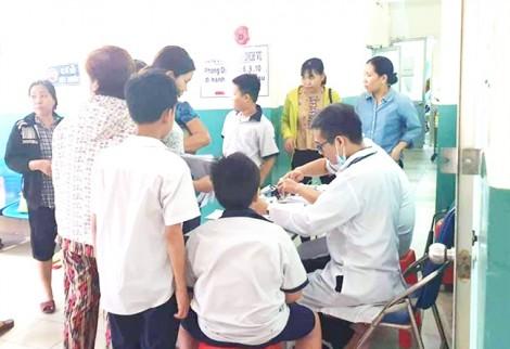 15 học sinh bị rối loạn tiêu hóa phải nhập viện cấp cứu