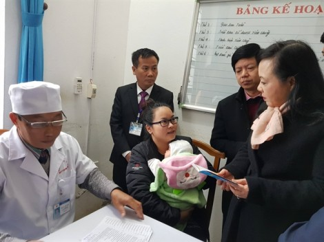 Bộ trưởng Nguyễn Thị Kim Tiến: 'Dù có phản ứng vẫn cần phải tiêm vắc xin'