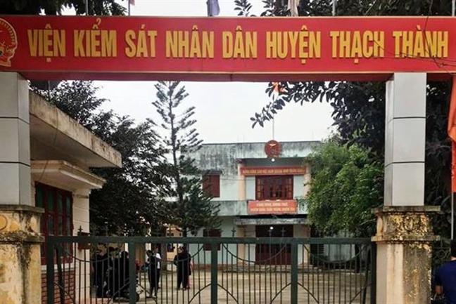 Pho vien truong Vien kiem sat chet trong tu the treo co tai phong lam viec