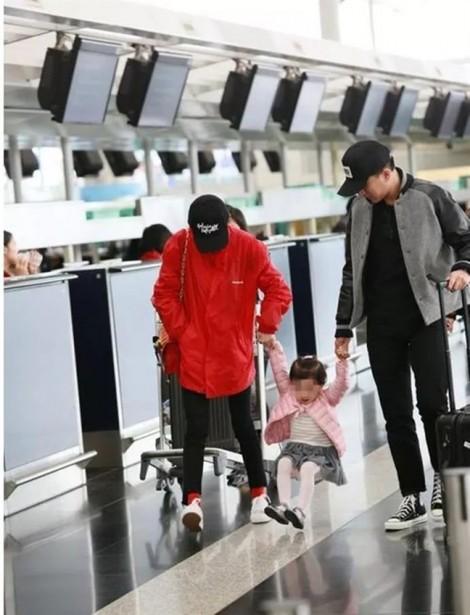 Sao Hoa ngữ làm mẹ: chênh vênh giữa hào quang và con trẻ