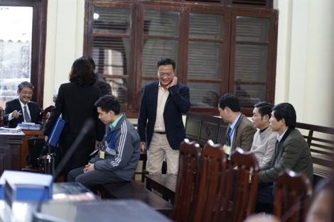 Vụ tai biến chạy thận làm 9 người chết: Giám đốc công ty 'bán thầu' bất ngờ phản đối cáo trạng