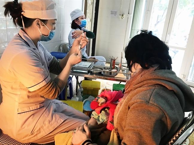 Khong chan chu nhap vien neu tre tho ren sau khi tiem vac xin ComBE Five