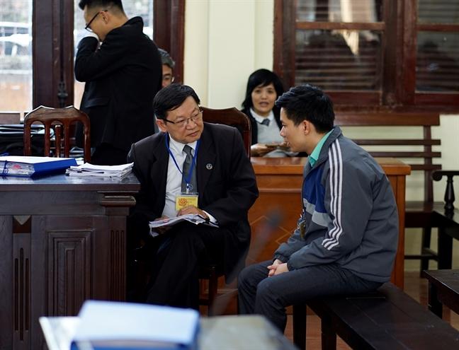 Bac si Hoang Cong Luong giu im lang voi chinh luat su bao chua cua minh