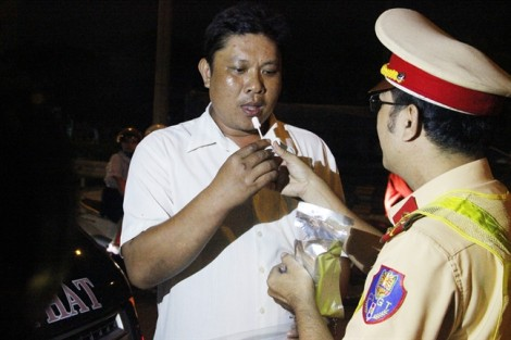 TP.HCM đồng loạt ra quân ngăn chặn tài xế dùng rượu bia, ma túy
