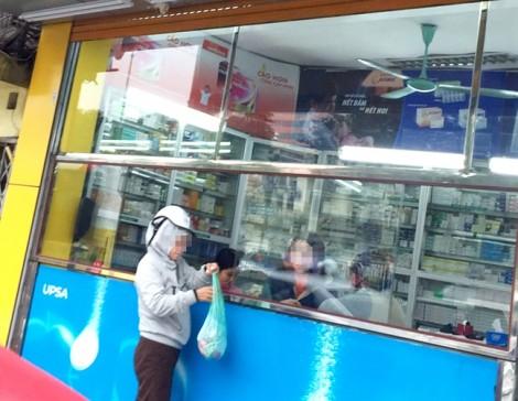 Bệnh viện Bạch Mai, Hà Nội: Xe ôm kiêm 'cò thuốc' lộng hành