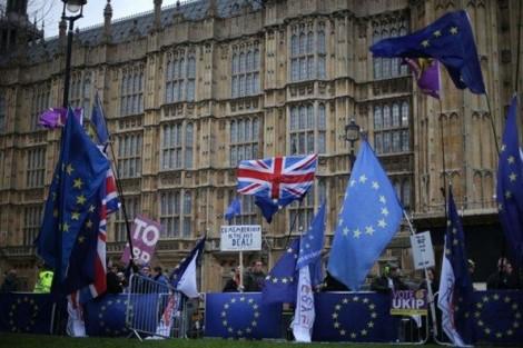 Thủ tướng Anh Theresa May đối mặt với tương lai bất định