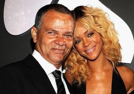 Rihanna kiện cha đẻ ra tòa