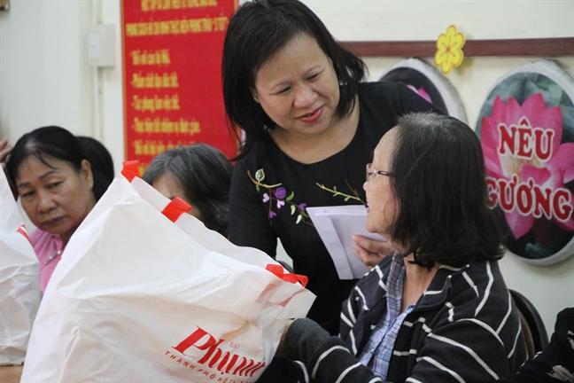 Bao Phu nu danh hon 1.200 phan qua tet Xuan Ky Hoi 2019 cho nguoi ngheo