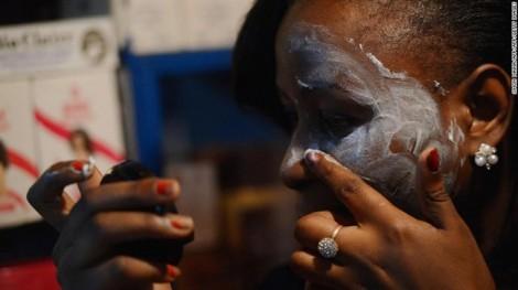 Cơn cuồng tẩy trắng da và thực tế buồn sau khuôn mặt trắng bóc