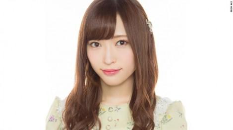 Lời xin lỗi của nữ ca sĩ khiến cả nước Nhật xôn xao