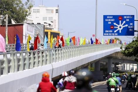 Thông xe cầu vượt Nguyễn Kiệm giải tỏa ách tắc cửa ngõ Tân Sơn Nhất