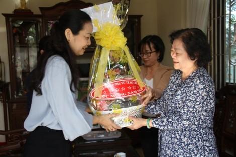 Hội LHPN TP.HCM thăm và chúc tết nữ lãnh đạo, cán bộ Hội lão thành