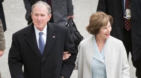 Chính phủ đóng cửa, cựu Tổng thống Bush tặng pizza cho nhân viên an ninh